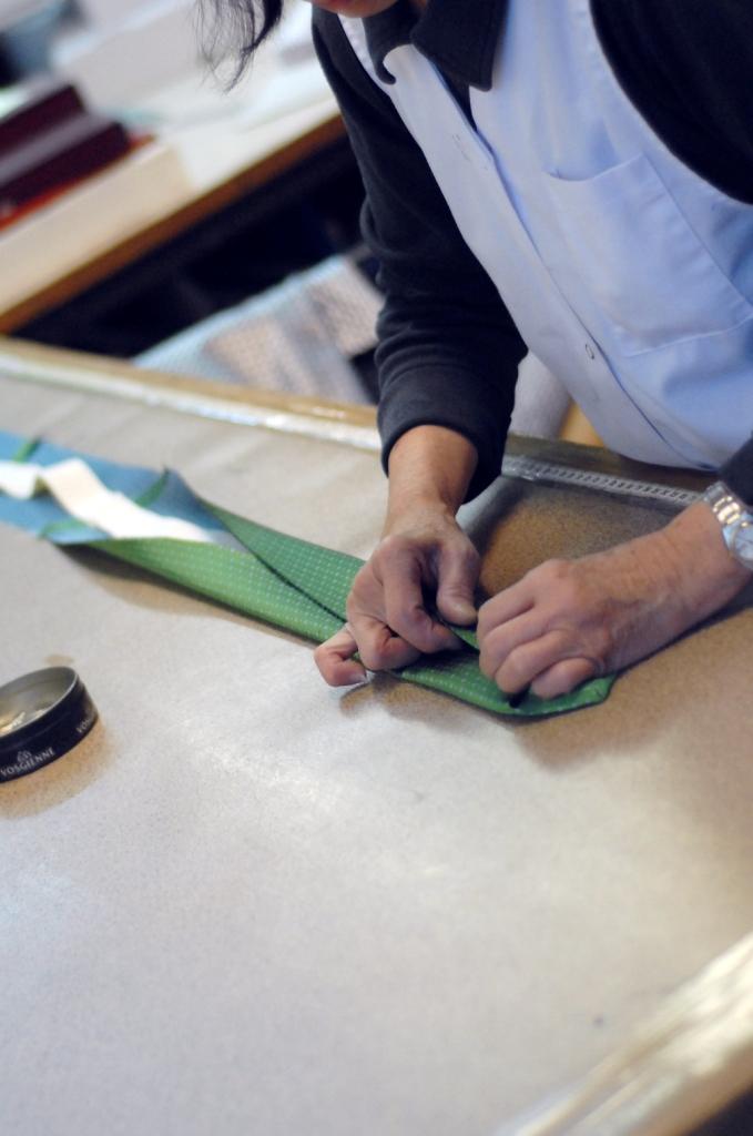 cravate sur mesure 6 couture de la triplure sur la soie journal artling. Black Bedroom Furniture Sets. Home Design Ideas